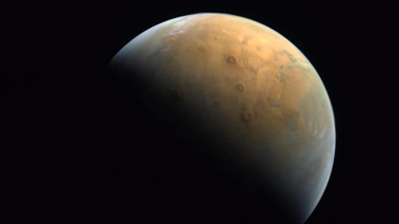 La sonde Hope des Émirats arabes unis renvoie la première image de la planète rouge après son entrée sur l'orbite