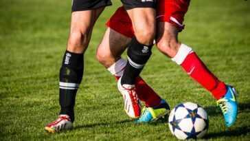 Le patron de Soccer-Man United, Solskjaer, dit qu'il reste en contact avec l'attaquant de Dortmund Haaland
