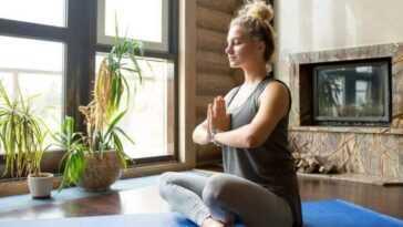 Le Yoga Aide à Garder Le Corps Fort Et En