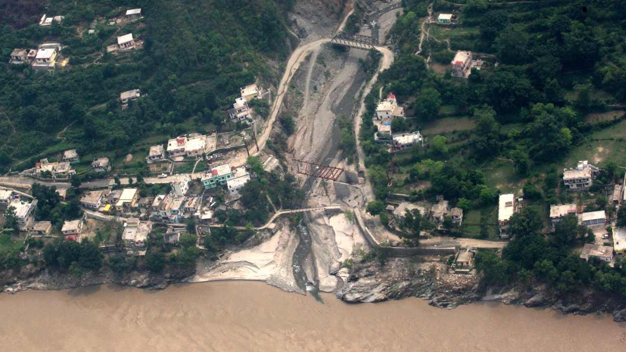 L'éclatement du glacier de l'Uttarakhand met en évidence la pression sur les voies navigables d'Asias, une énergie non durable infra