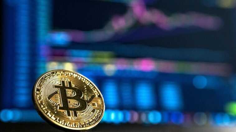 L'explosion de Bitcoin déclenche la valorisation de Coinbase, qui dépasse les 100 milliards de dollars et se prépare à entrer en bourse