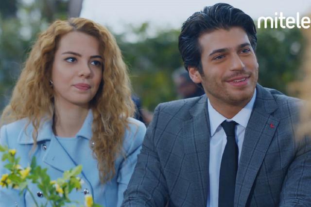 """Can Yaman et Yeliz Kuvancı sont les protagonistes de """"Mariage par surprise"""" (Photo: TRT 1)"""