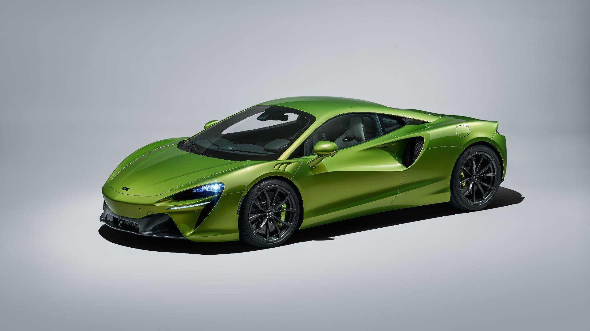 McLaren Artura révélée comme la première supercar hybride rechargeable de la marque, développe une puissance combinée de 680 chevaux