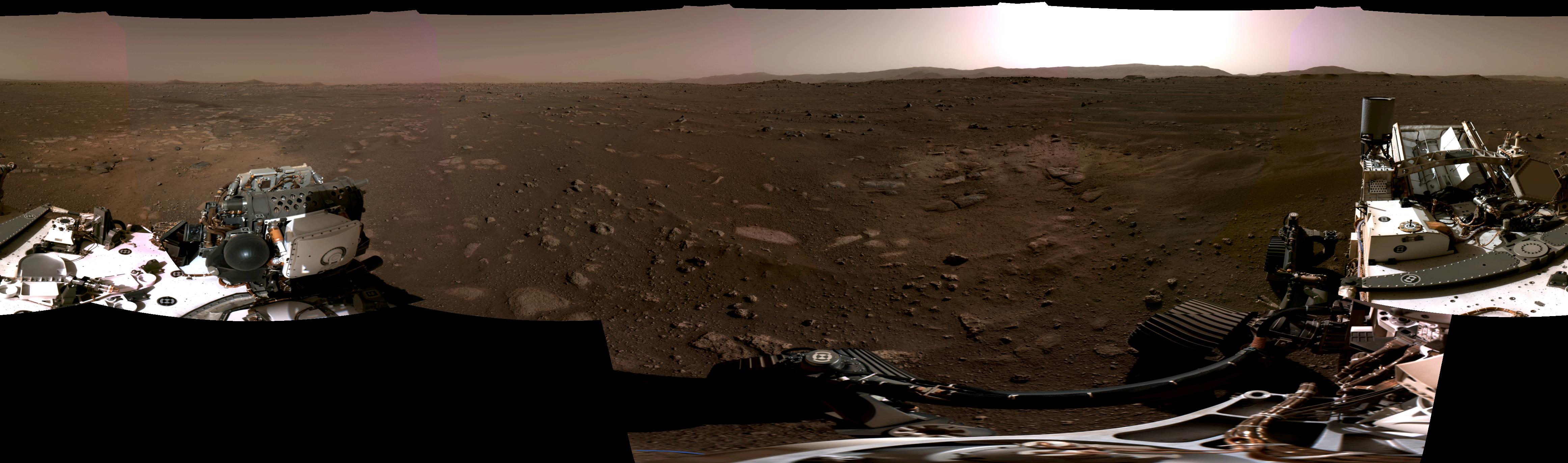 Il s'agit de la première image panoramique prise par le rover Perseverance de la NASA.  L'image (composée de six images) a été prise le 20 février 2021.