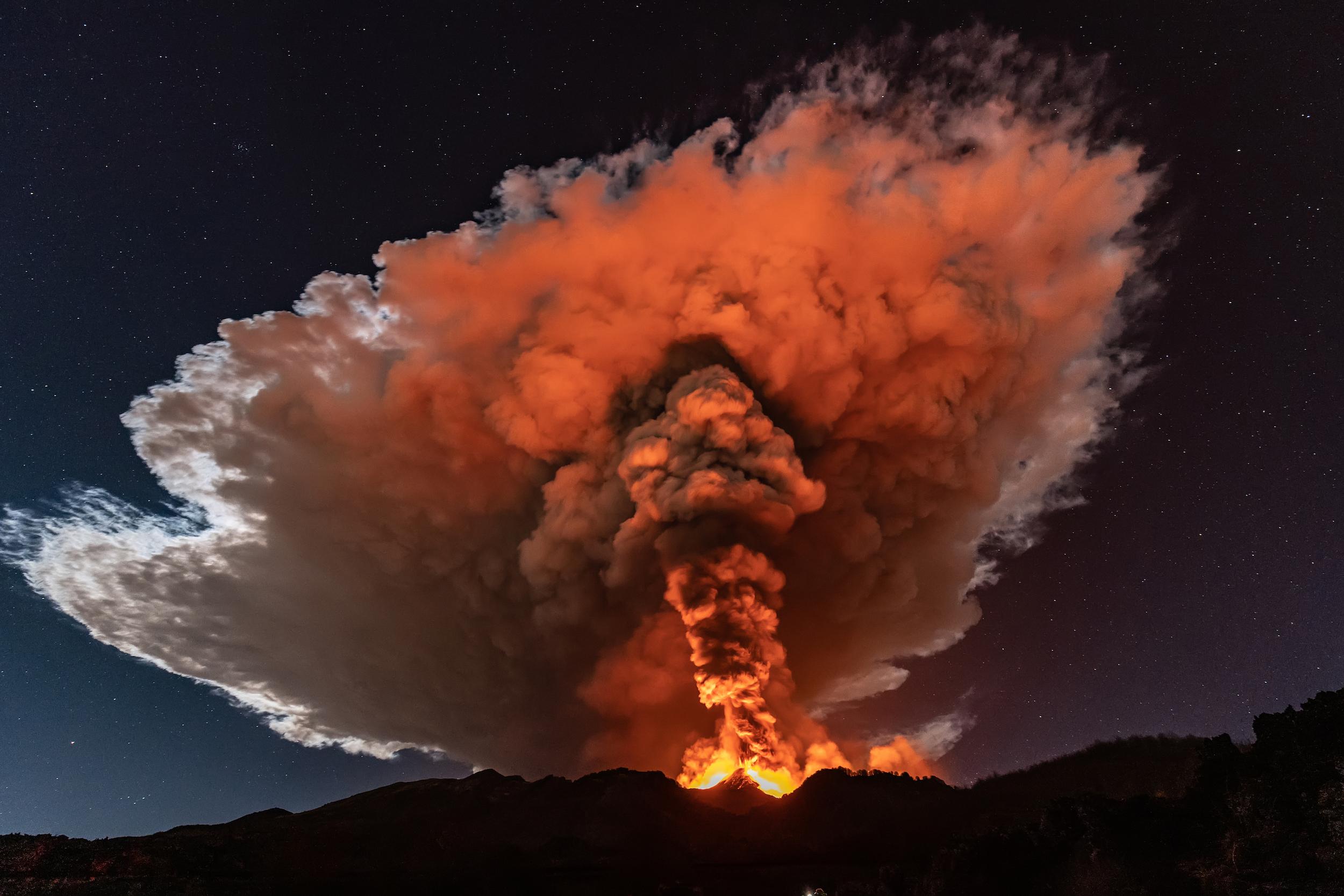 L'Etna éclate au-dessus de la Sicile fin février 2021