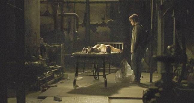 Tout dans Deadgirl semble horrible.  Crédits: Dark Sky Films