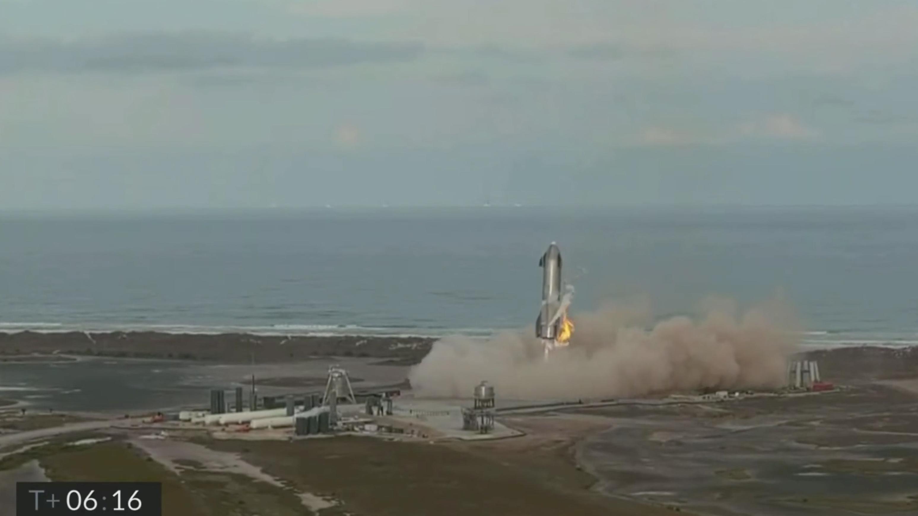 Le prototype de fusée Starship SN10 de SpaceX a terminé un test de lancement mercredi 3 mars, et même s'il a eu un décollage et un atterrissage en douceur réussis, il a explosé lors de son atterrissage sur le site de la société à Boca Chica, au Texas.