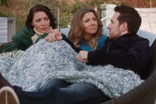 Kate et Tully ont réconforté Sean lorsque sa femme l'a expulsé de la maison après avoir appris la vérité (Photo: Netflix)