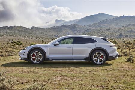 Porsche Taycan Cross Turismo 7