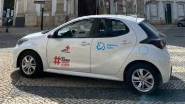 Caetano Auto Donne Des Véhicules Toyota à La Croix Rouge Portugaise