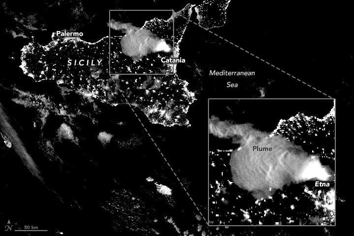 Le mont Etna en éruption le 23 février 2021, vu par VIIRS sur NOAA-20.