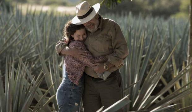 Fausto Carranza prend la décision radicale de rompre les liens avec les groupes de trafiquants de drogue et les politiciens corrompus pour nettoyer son entreprise, mais dans la tentative, il est assassiné.  (Photo: Netflix)