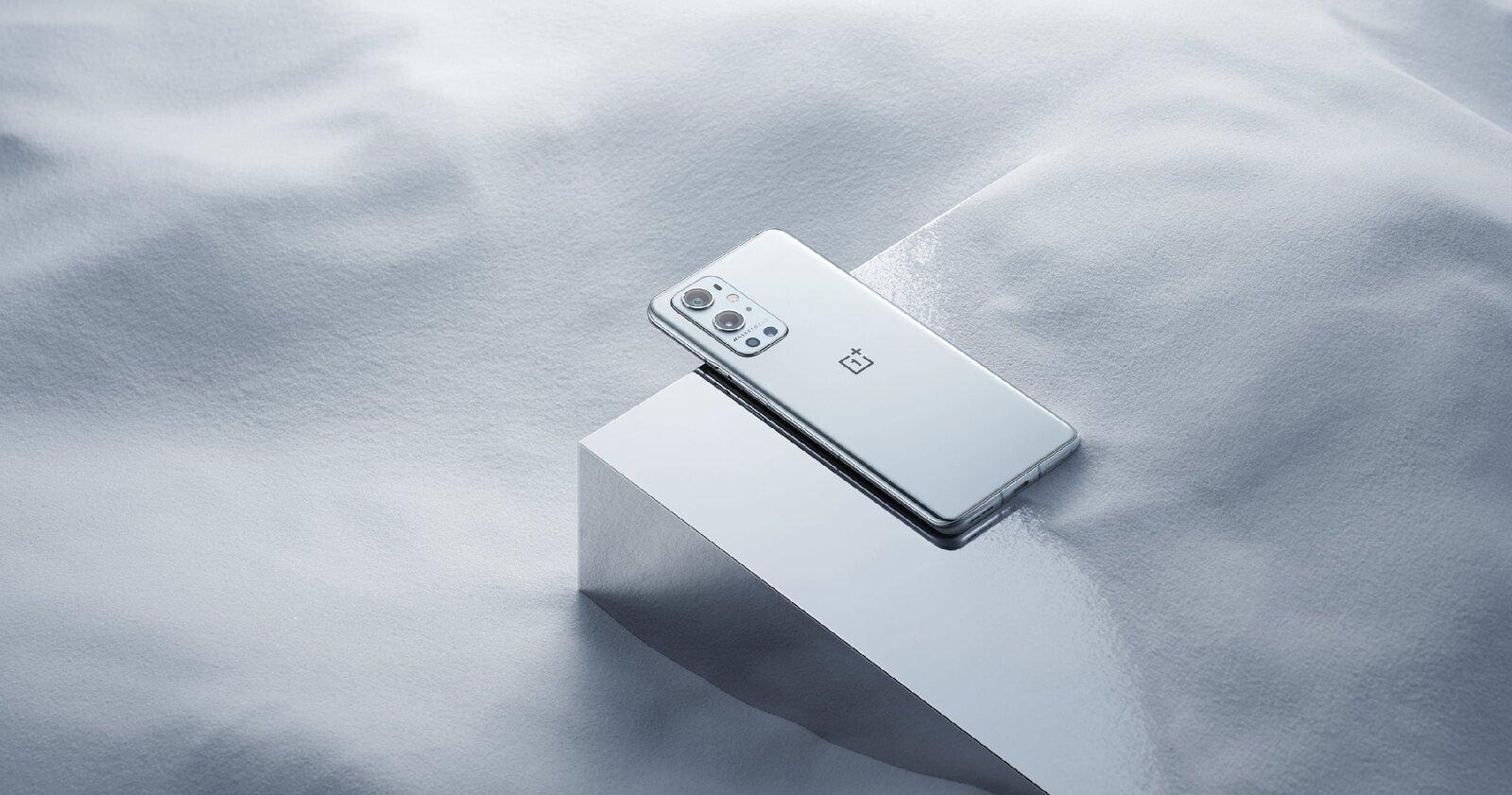 OnePlus 9 Pro en couleur Morning Mist