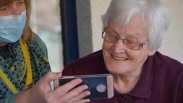 Les Personnes âgées Ayant Des Problèmes D'audition Ont Subi Une
