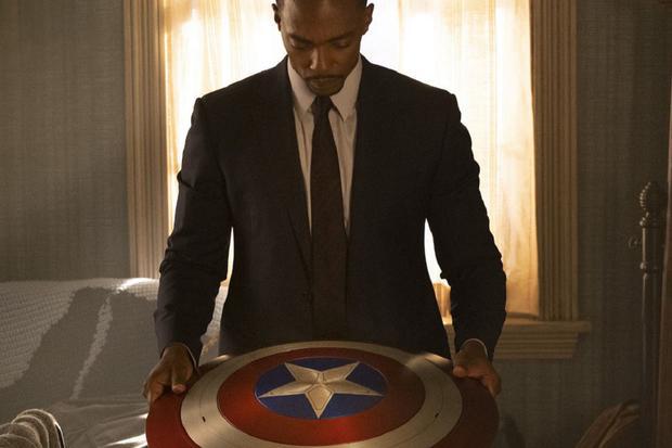 Sam Wilson a remis le bouclier Captain America au gouvernement des États-Unis (Photo: Disney + / Marvel)