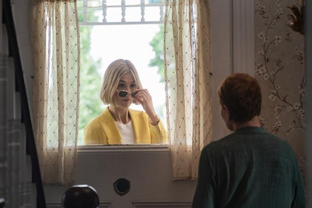 Rosamund Pike est Marla et Dianne Wiest dans le rôle de Jennifer (Photo: Netflix)