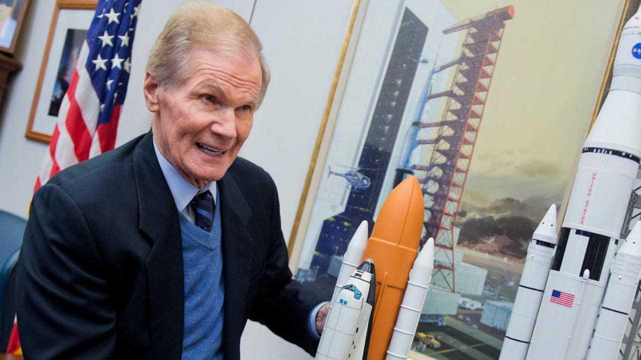 L'ancien Sénateur Bill Nelson Qui A Volé Dans Une Navette