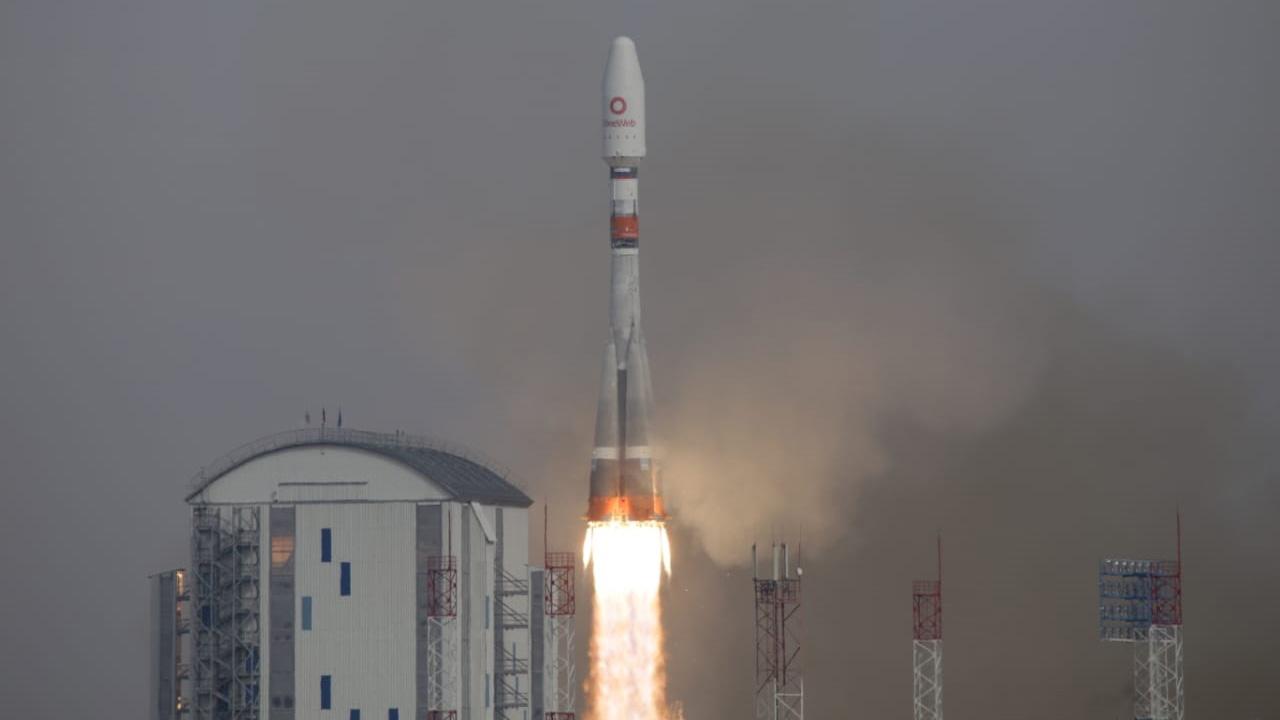 La fusée porteuse Soyouz-2.1b avec l'étage supérieur Fregat et 36 engins spatiaux a décollé du cosmodrome de Vostochny.