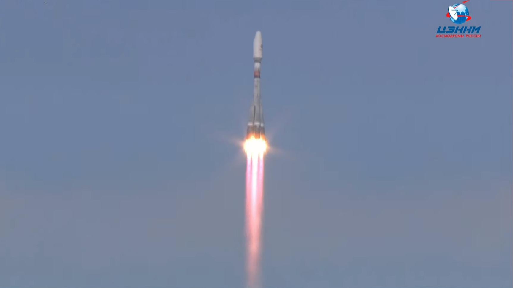 Une fusée Arianespace Soyouz lance 36 satellites OneWeb en orbite le 24 mars 2021.