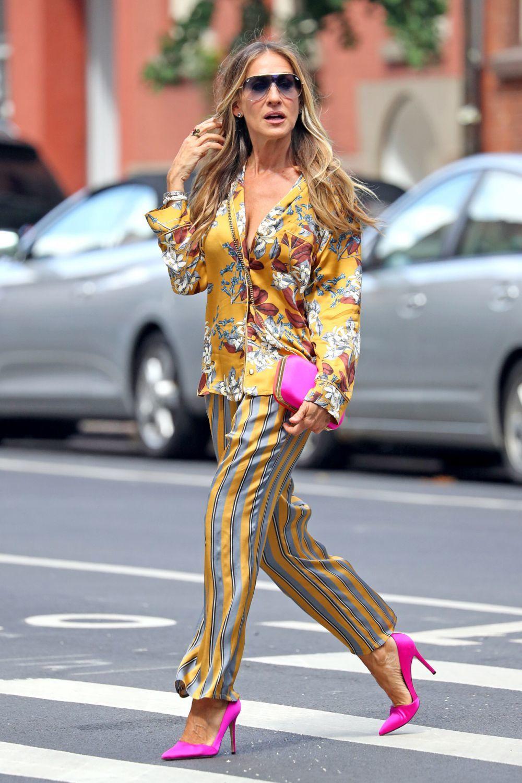 Sarah Jessica Parker avec son look pyjama.