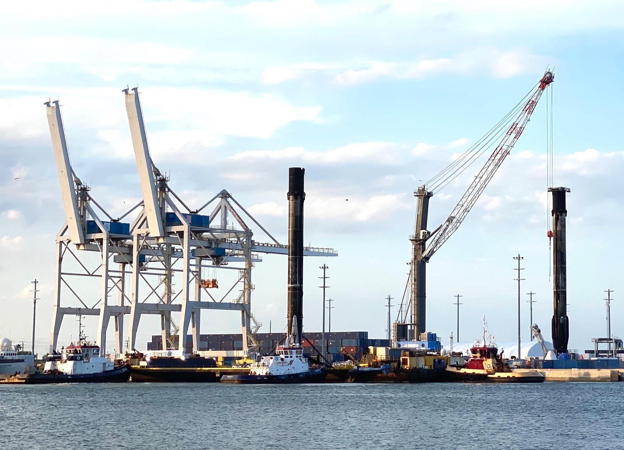 La fusée Falcon 9 la plus volée de SpaceX est revenue à Port Canaveral à Cap Canaveral, en Floride, le 16 mars 2021 après un 9e lancement record deux jours plus tôt.