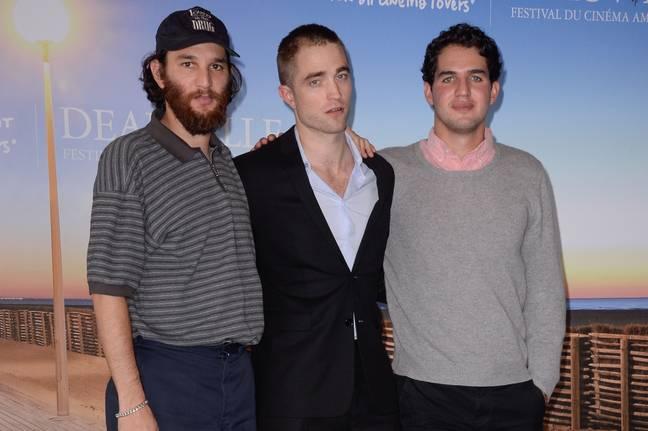 Robert Pattinson avec Josh et Benny Safdie.  Crédit: PA