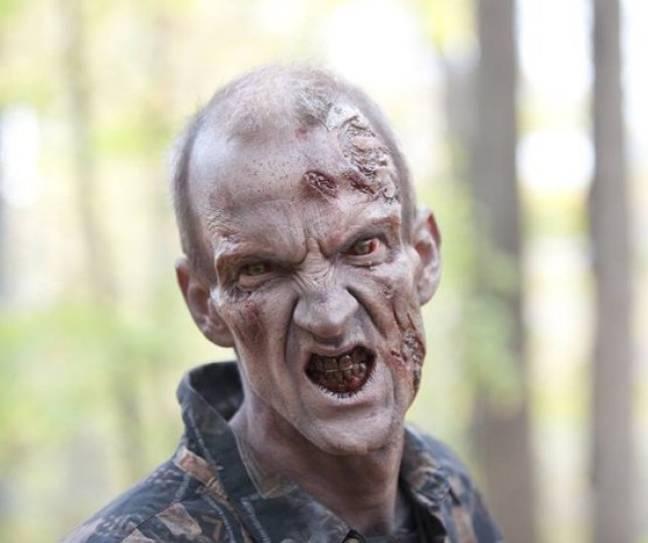 Mundy a joué un zombie dans The Walking Dead.  Crédit: AMC Studios