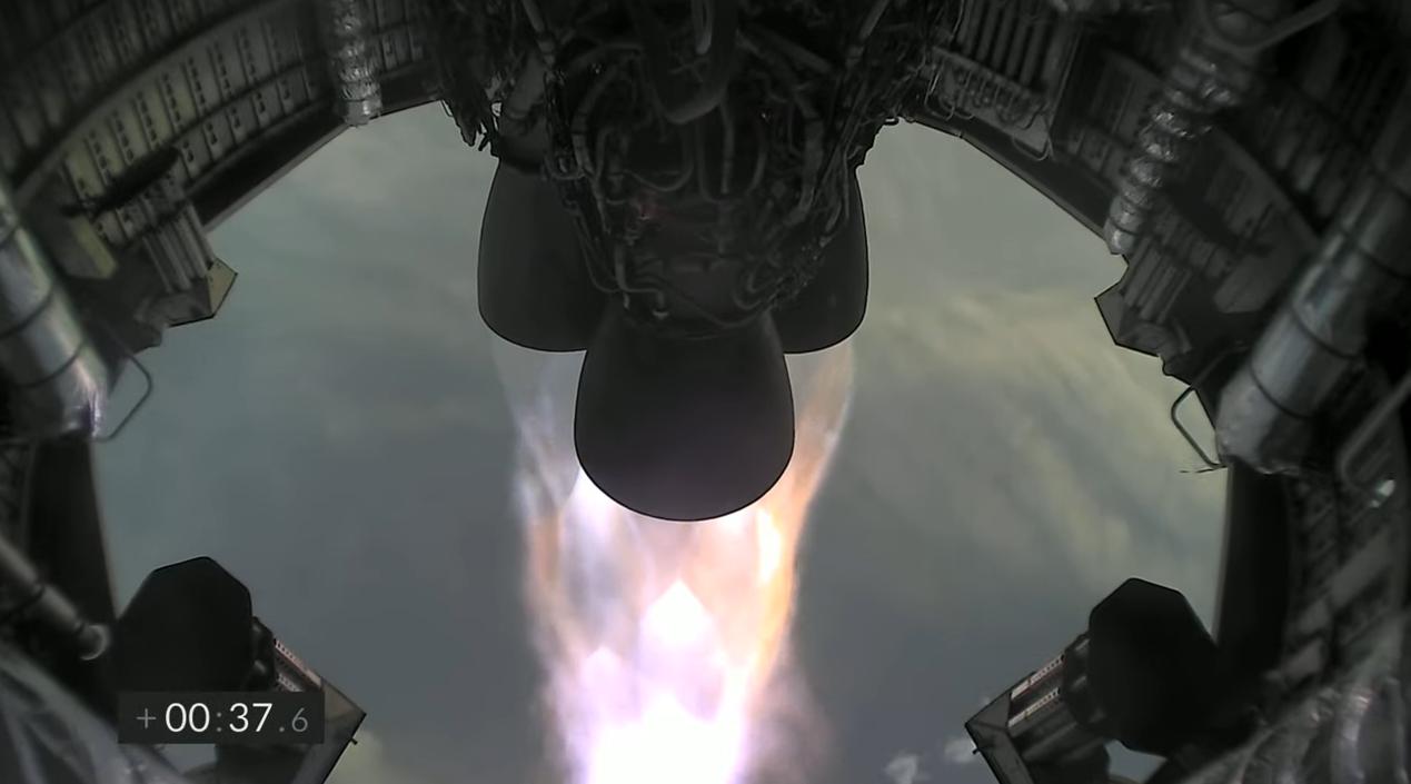 Les trois moteurs Merlin du prototype SN11 de SpaceX tirent lors du lancement le 30 mars 2021.