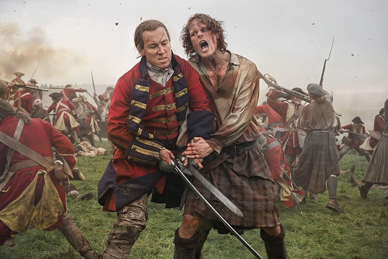 Le capitaine Randall et Jamie Fraser le jour de la bataille de Culloden.  Photo: (IMDB)