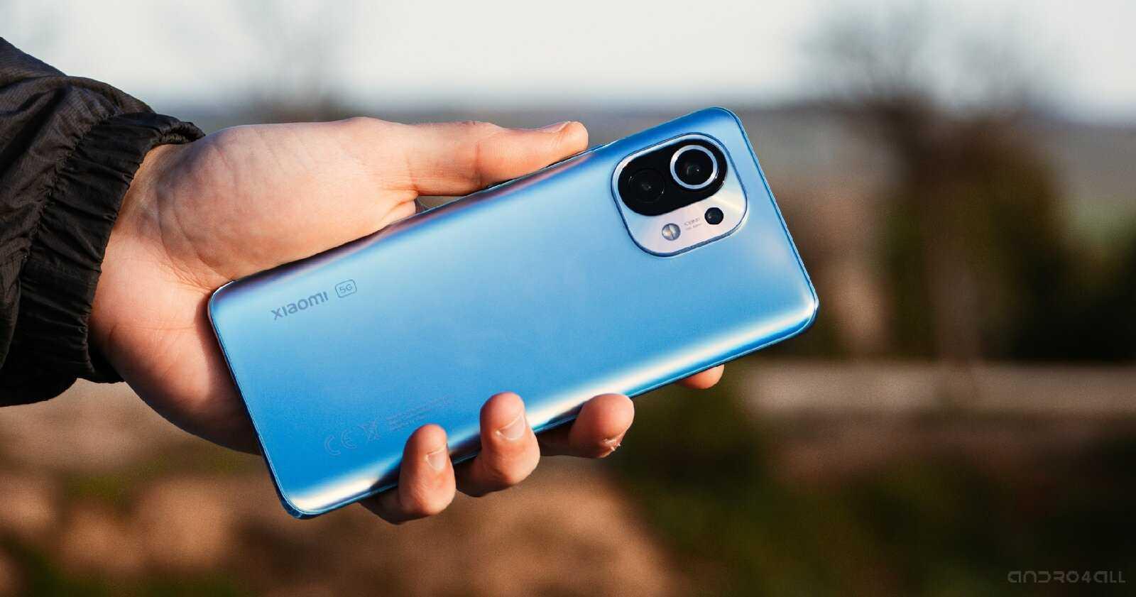 Le bleu Xiaomi Mi 11, à l'arrière
