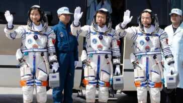 Des Astronautes En Formation Pour Des Missions Avec équipage Dans