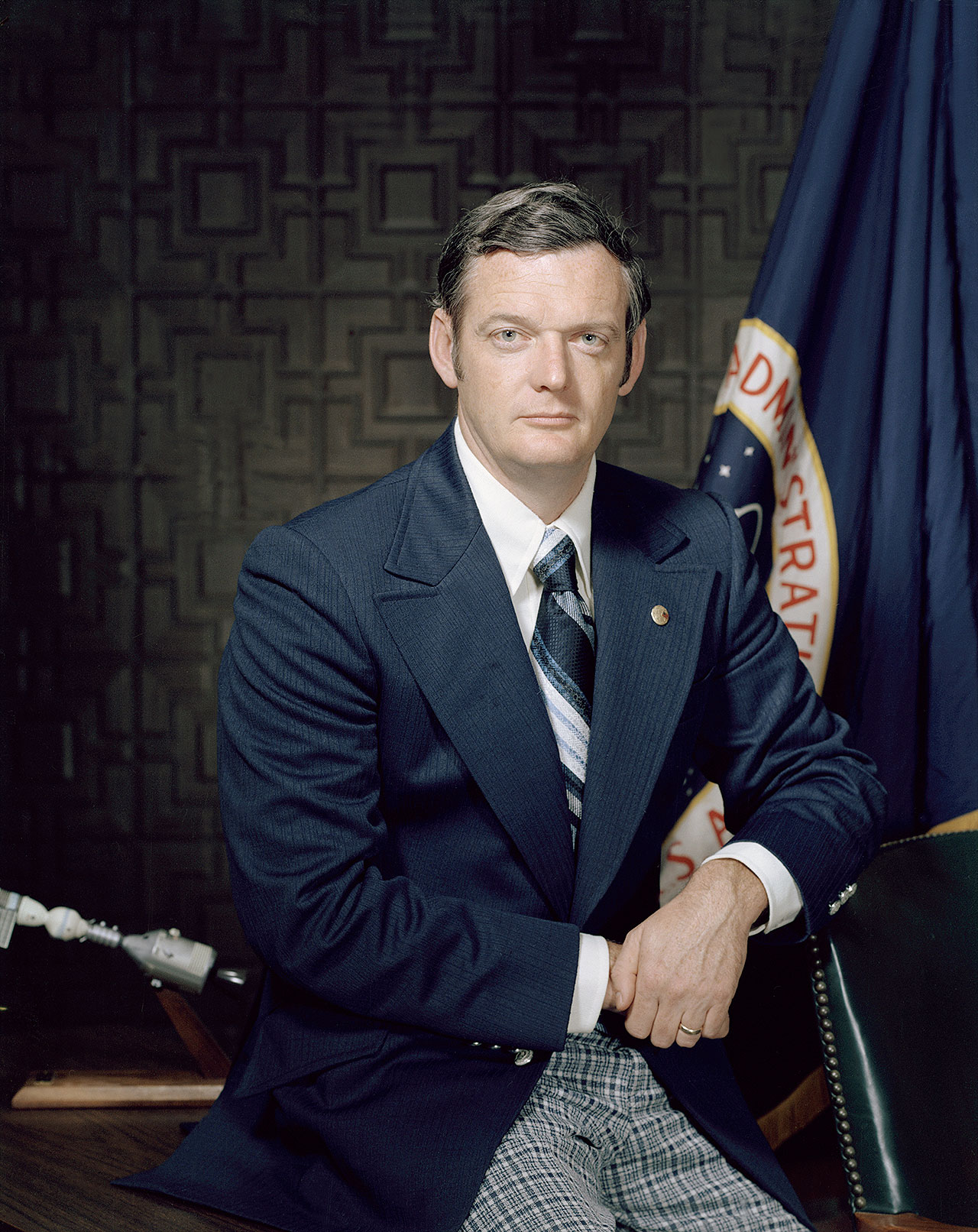 Portrait officiel de la NASA de Glynn Lunney lorsqu'il était directeur technique américain du projet Apollo-Soyuz.