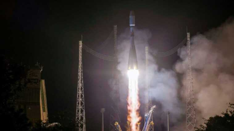 La Fusée Soyouz Lance Le Premier Satellite Russe Pour Surveiller