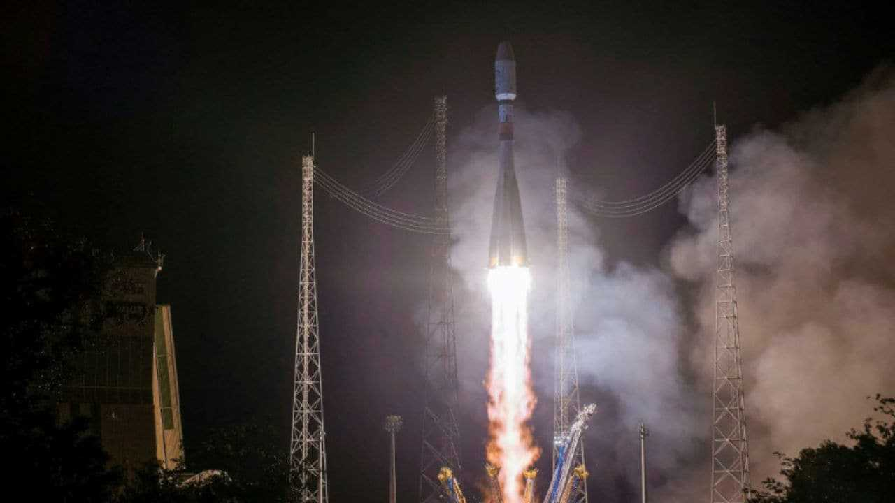 La fusée Soyouz lance le premier satellite russe pour surveiller le climat arctique