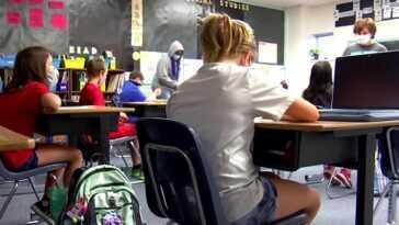 La nouvelle loi californienne vise à mettre les enfants en classe.  Est-ce que ça marchera?