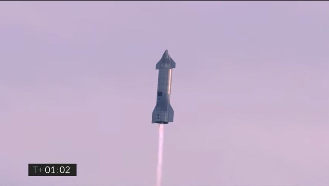 Le prototype de fusée Starship SN10 de SpaceX a été lancé avec succès lors d'un vol d'essai de 10 kilomètres et a cloué son atterrissage sur le site d'essai de la société près de Boca Chica Village, dans le sud du Texas, le 3 mars 2021.