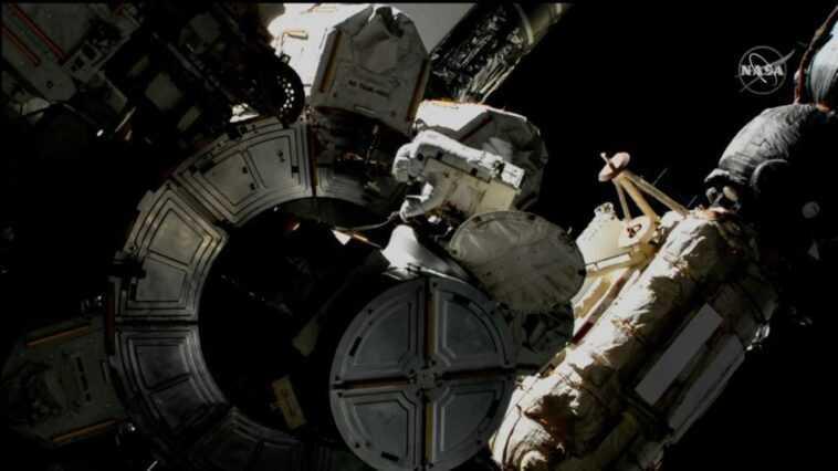 Les Astronautes Prennent Des Mesures De Sécurité Après Une Exposition
