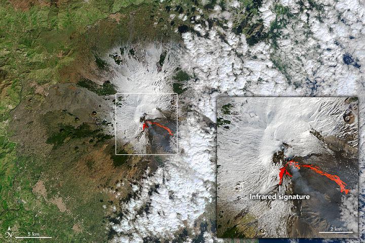 Le mont Etna entre en éruption, vu de l'espace le 18 février 2021.