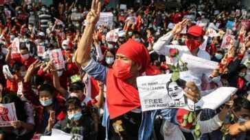 Les Manifestations Au Myanmar Font 18 Morts