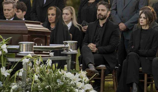 Après la mort de Don Fausto Carranza, l'entreprise est entre les mains de ses trois enfants: Ana María, Joaquín et Andrés Carranza et sa femme Cecilia Carranza, qui doivent faire face à un monde de corruption et de danger.  (Photo: Netflix)