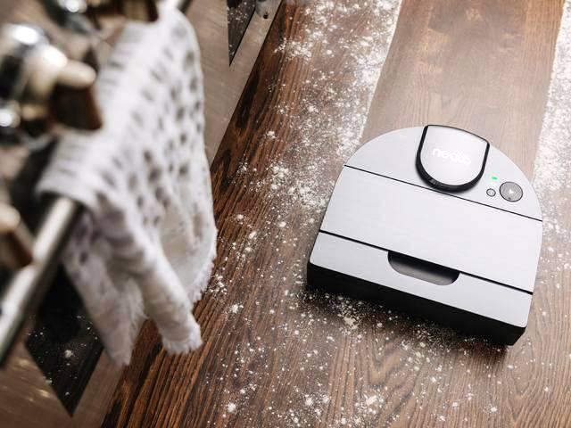 Le robot aspirateur D8 de Neato Robotics est à la recherche d'une nouvelle maison.