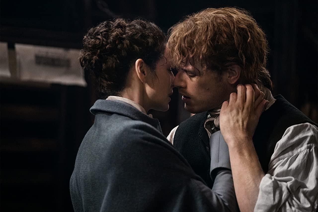 Catriona Balfe et Sam Heughan dans leurs rôles de Jamie et Claire.  Photo: (IMDB)