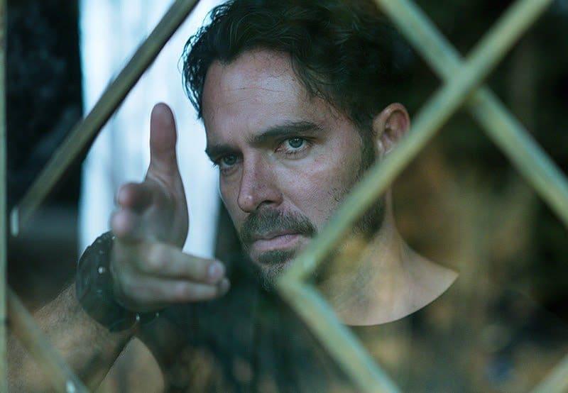 Manolo Cardona dans son rôle d'Álex Guzmán.  Photo: (Netflix)