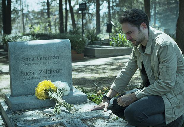 Alex Guzmán est prêt à retrouver la personne responsable de la mort de sa sœur (Photo: Netflix)