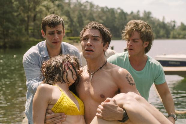 Sara serait décédée lorsqu'elle est tombée dans le lac, après la rupture du parachute (Photo: Netflix)