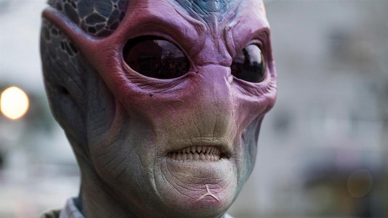 résident alien saison 1