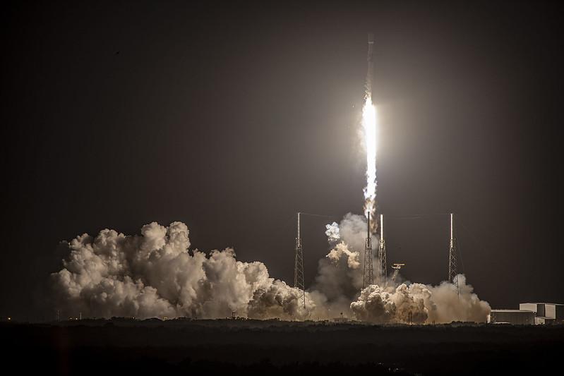 Une fusée SpaceX Falcon 9 a décollé de Floride le 15 février 2021, lors d'un lancement réussi de Starlink;  Cependant, la société a perdu le booster lorsqu'elle n'a pas réussi à atterrir sur le drone en attente.