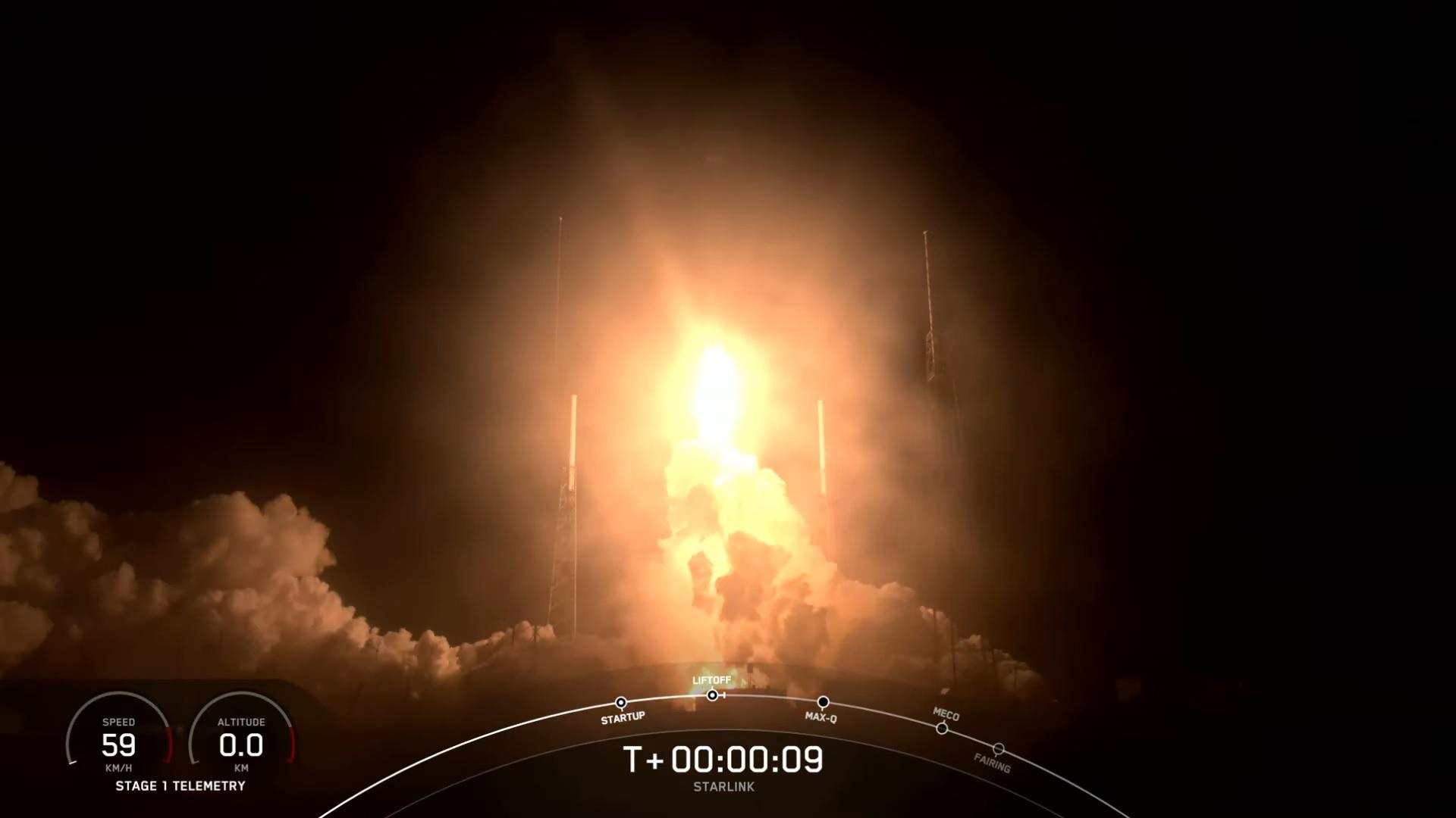 Une fusée SpaceX Falcon 9 transportant 60 satellites Internet Starlink est lancée depuis la station spatiale de Cap Canaveral lors d'un décollage avant l'aube le 24 mars 2021.