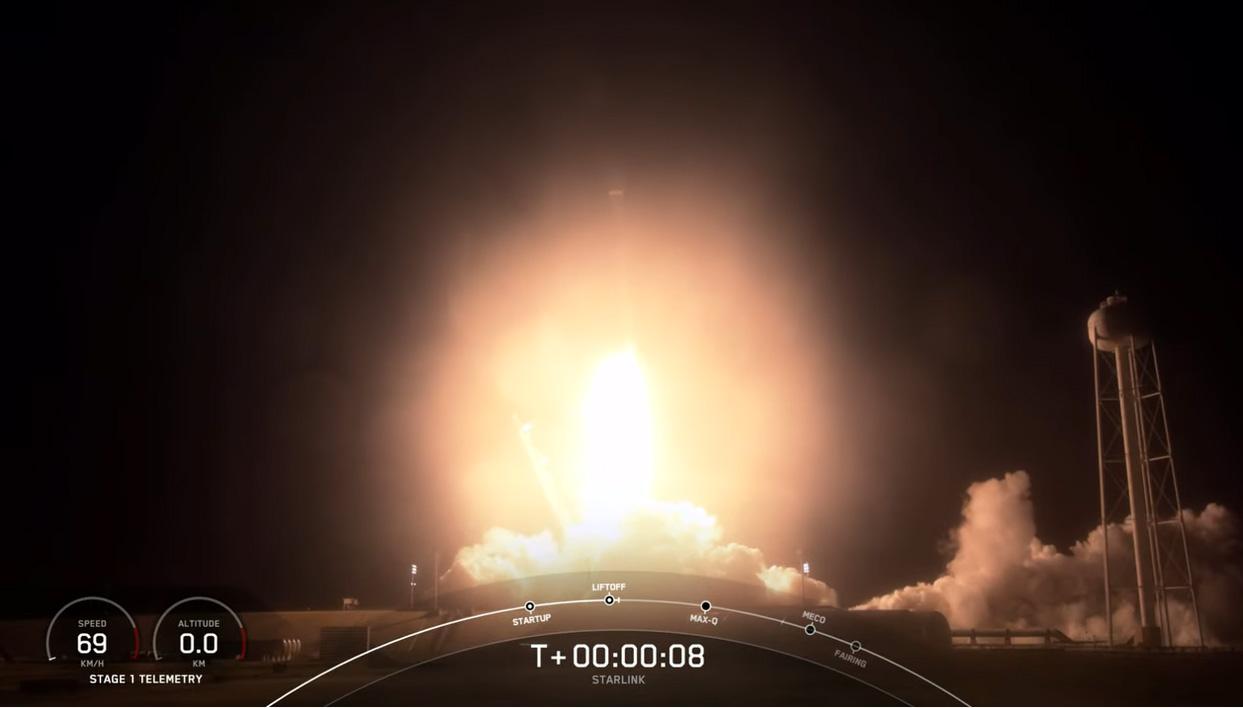 Une fusée SpaceX Falcon 9 lance 60 satellites Internet Starlink en orbite depuis le centre spatial Kennedy de la NASA à Cap Canaveral, en Floride, alors qu'elle effectue un 9e voyage record dans l'espace le 14 mars 2021.