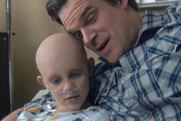 Sara, la fille de Hopper, est décédée d'un cancer à l'âge de 7 ans (Photo: Netflix)